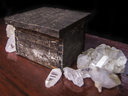 Crystals_with_box